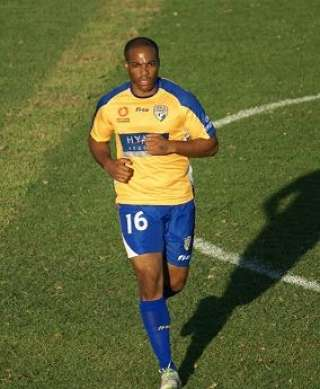 Maceo Rigters naar Gold Coast United